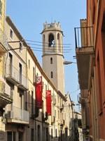 El campanar de la Santíssima Trinitat des del carrer de la Font.